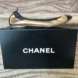 CHANEL 💕Black Patent and Gold Ballet Flats 39.5